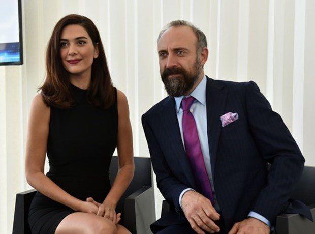 9262af422 مليون ليرة تركية مقابل صورة خالد آرغنش وزوجته | عالم حواء لايف