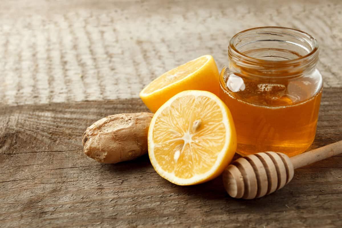 عصير الليمون والعسل وصفات تنعيم اليدين