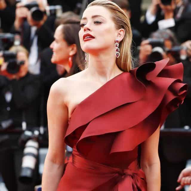 ايلي صعب يتألق فستان الاحمر