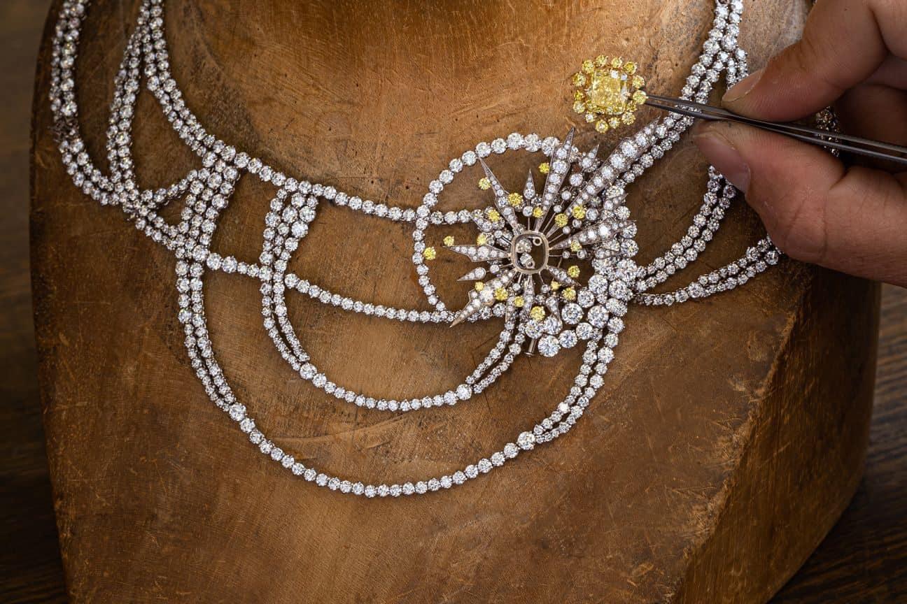 مجموعة مجوهرات رائعة من chamet