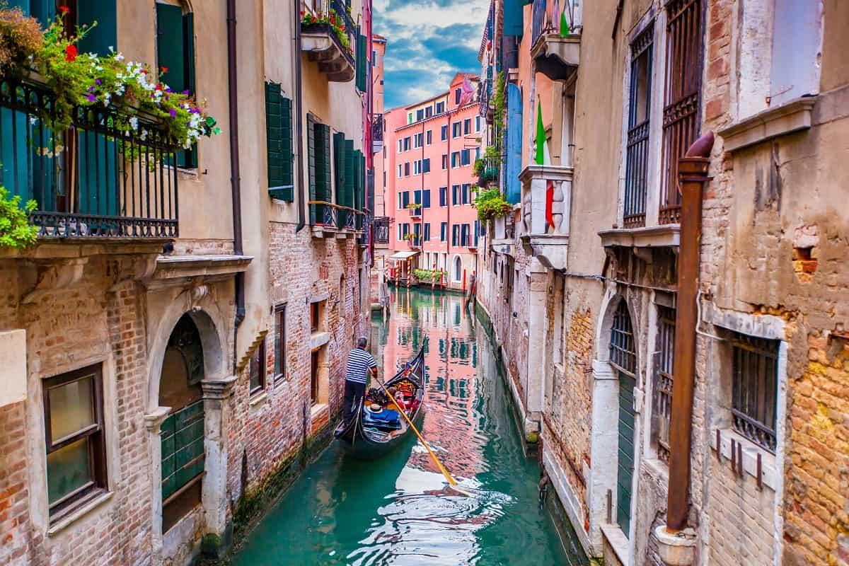 فينيسيا وقوارب الحب