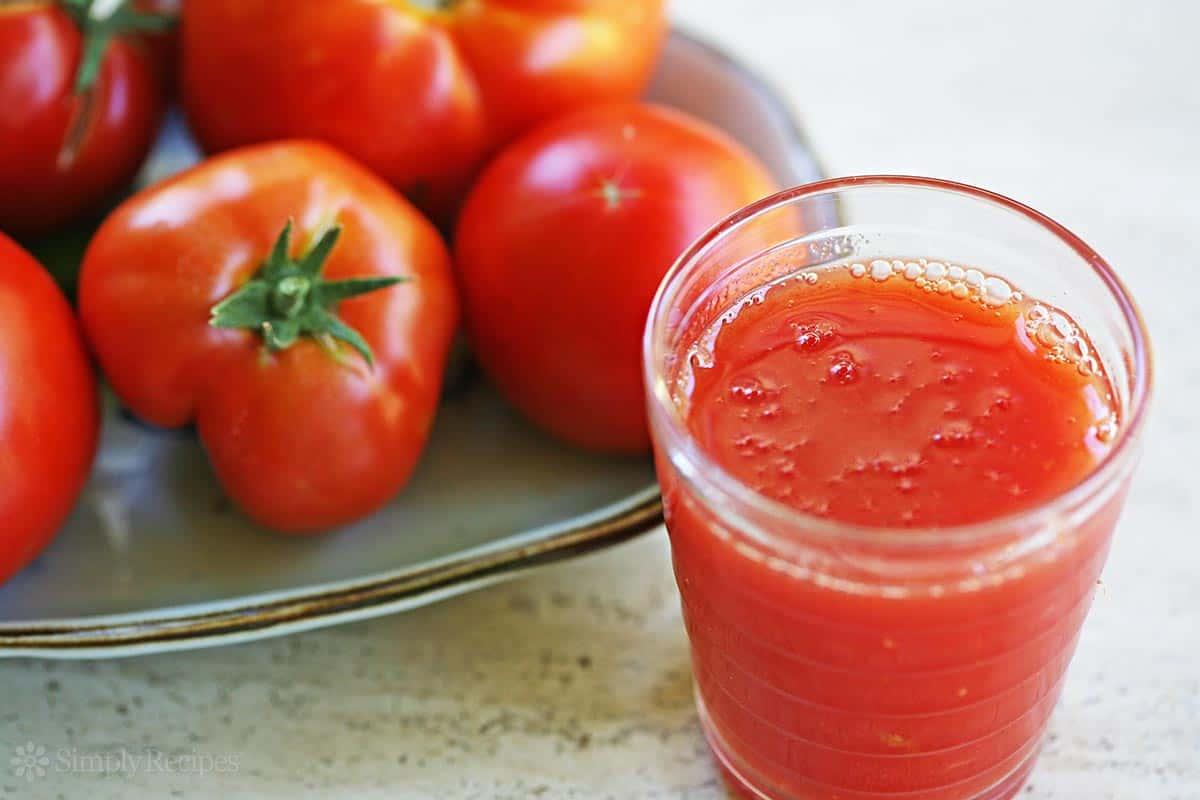 خلطة زيت الزيتون وعصير الطماطم