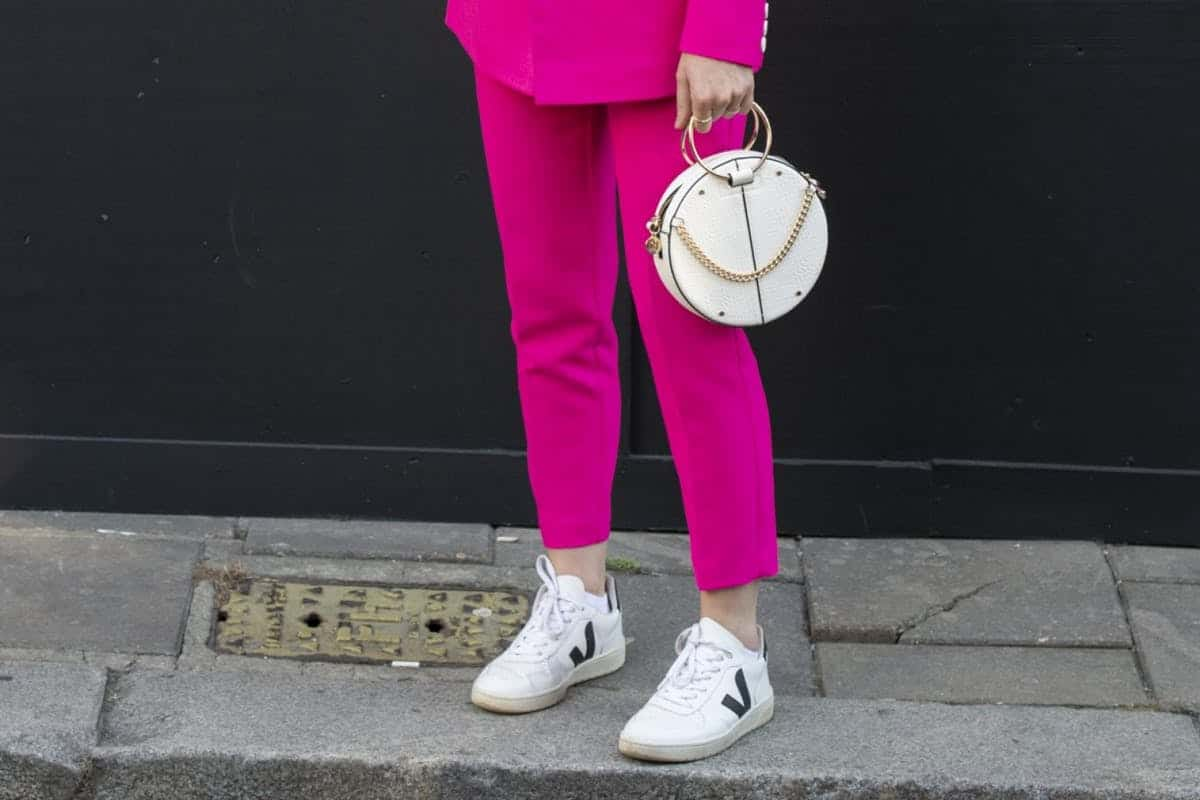 أبرز تصاميم أحذية السنيكرز لإطلالة متميزة