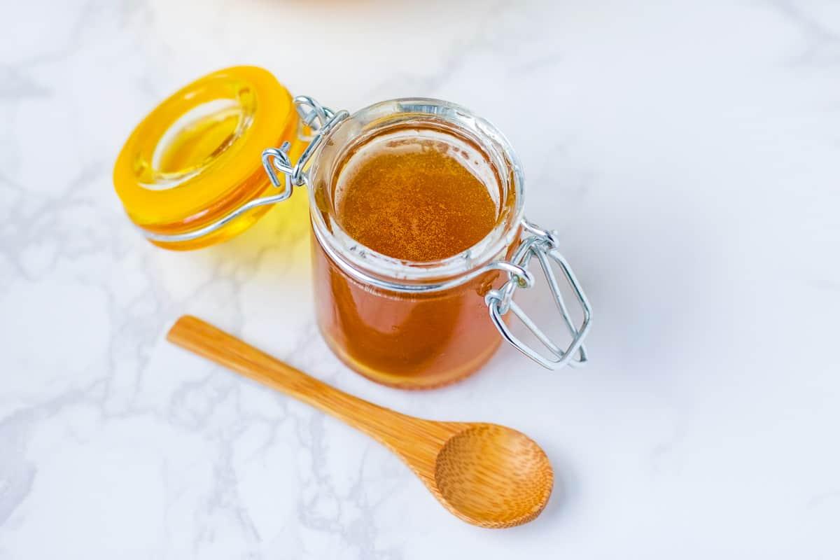 للشعر المتقصف: وصفة العسل مع زيت اللوز