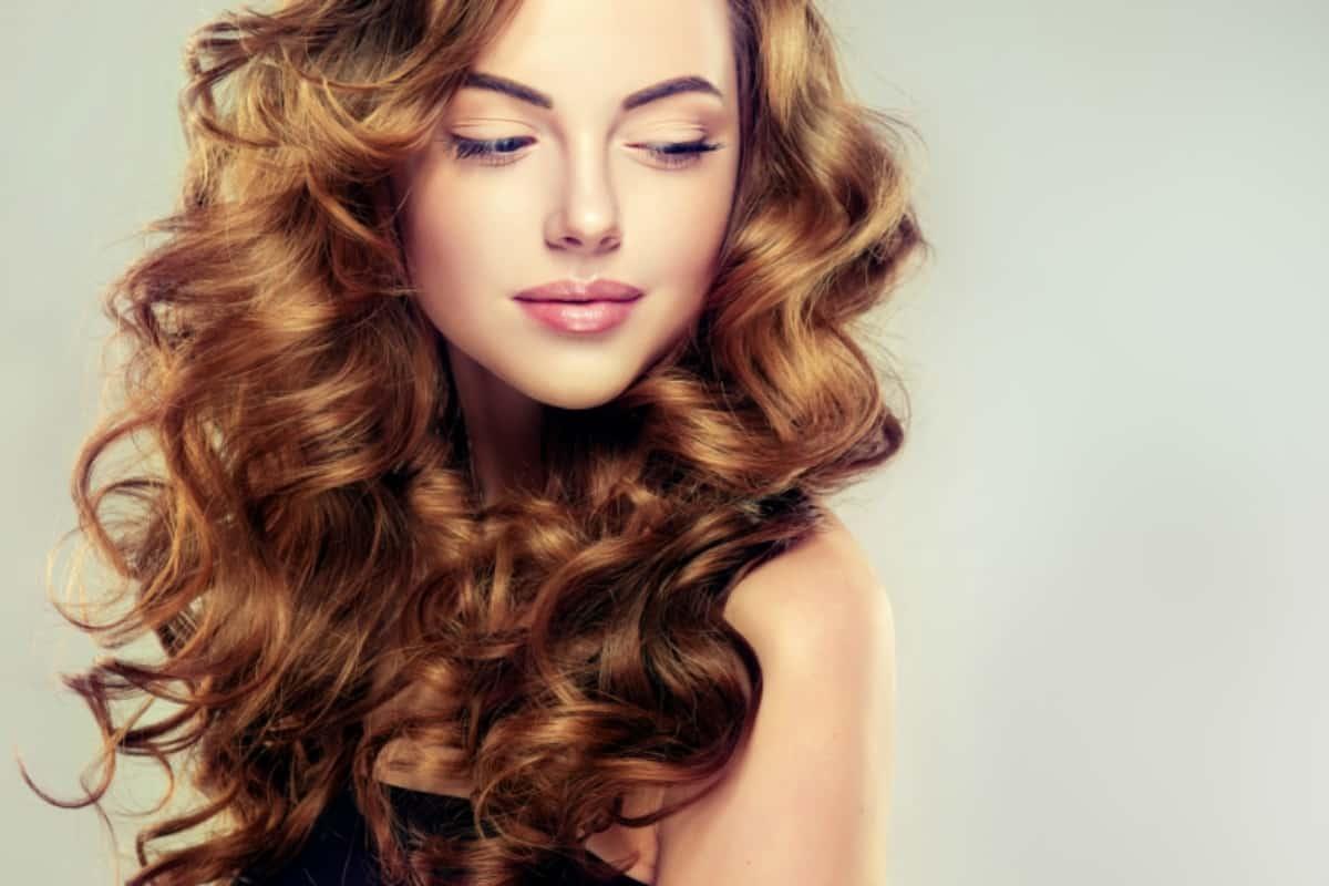 أفضل الوصفات الطبيعية لعلاج مشاكل شعرك
