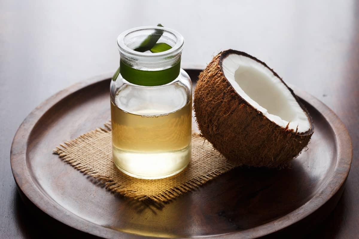 للشعر التالف: وصفة زيت جوز الهند مع البيض والعسل