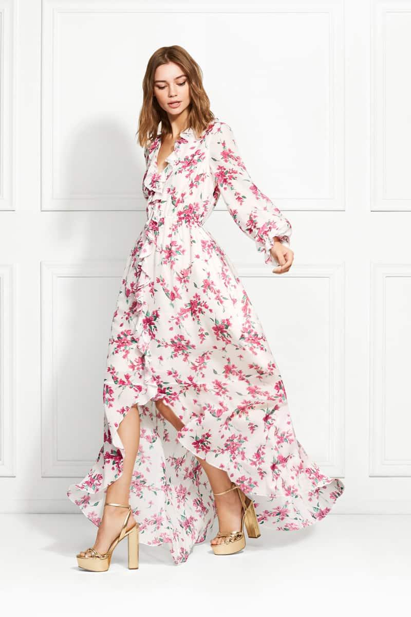 الفساتين ذات الأكمام الطويلة المزينة بالورود