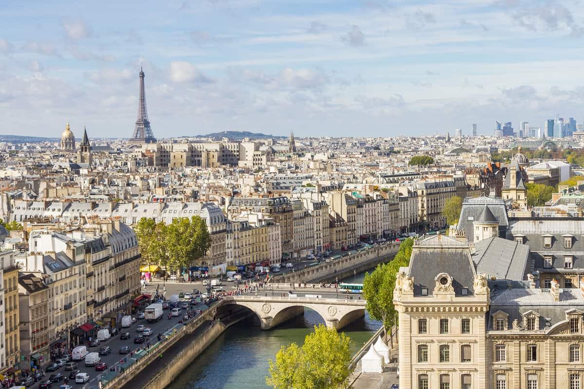 باريس مدينة الأنوار