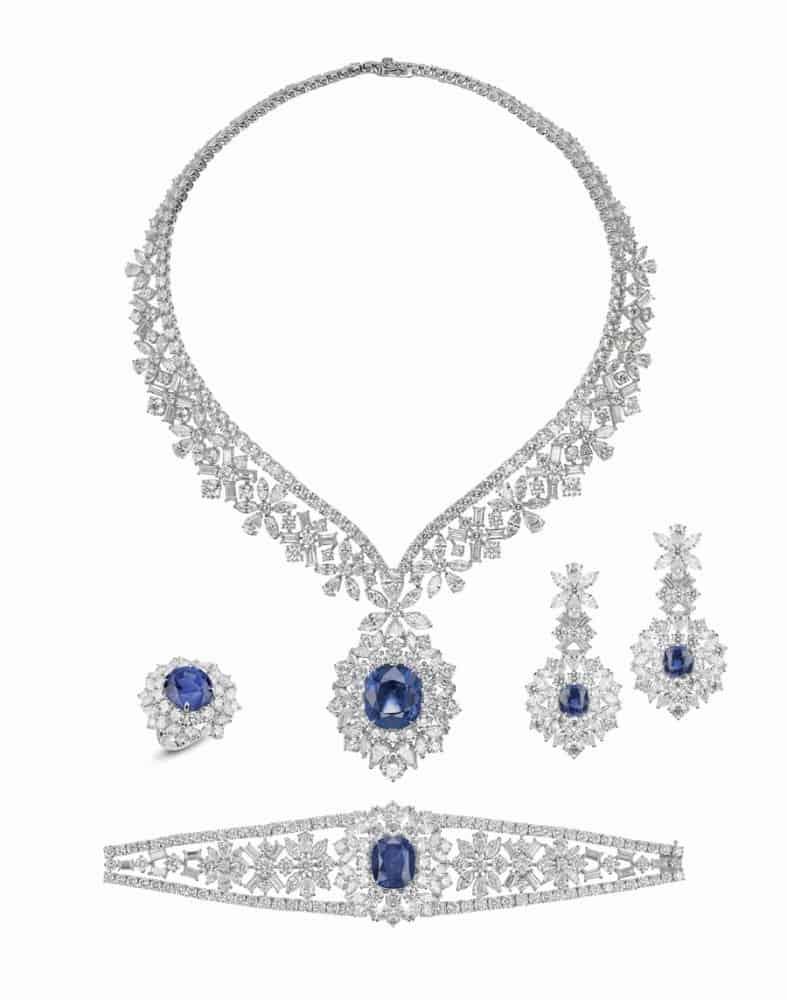 طقم مجوهرات ياقوت أزرق لوف إن ميست من علامة معوض Mouawad للمجوهرات