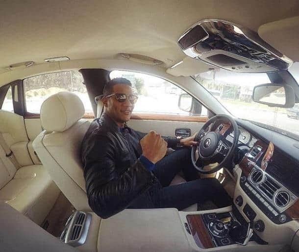 محمد رمضان يستعرض أحدث سيارته