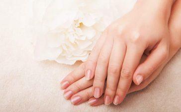 أفضل الخلطات للتخلص من مشكلة تشقق اليدين من الغسيل