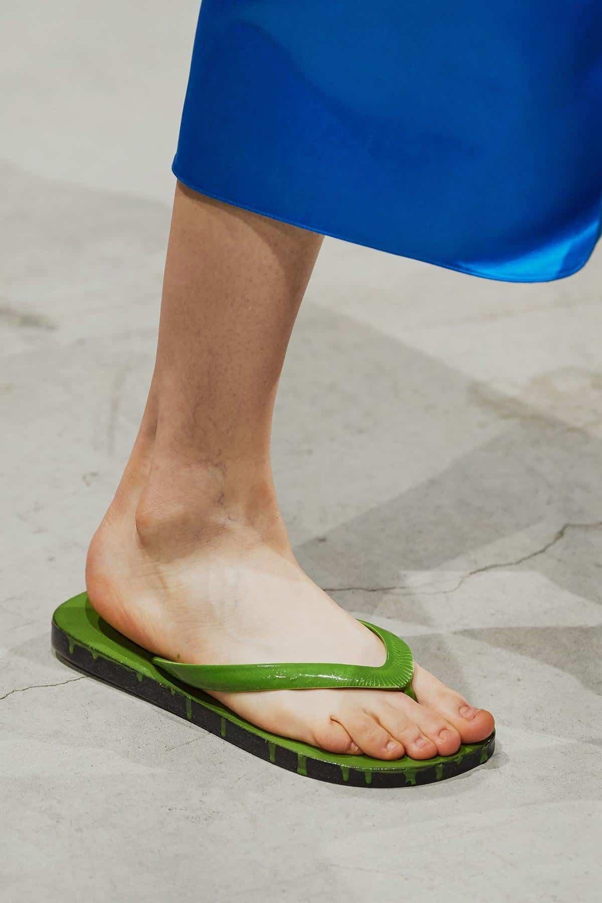 وحذاء Marni.