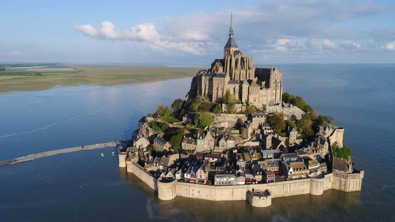 جبل القديس ميشيل Le Mont-Saint-Michel بفرنسا