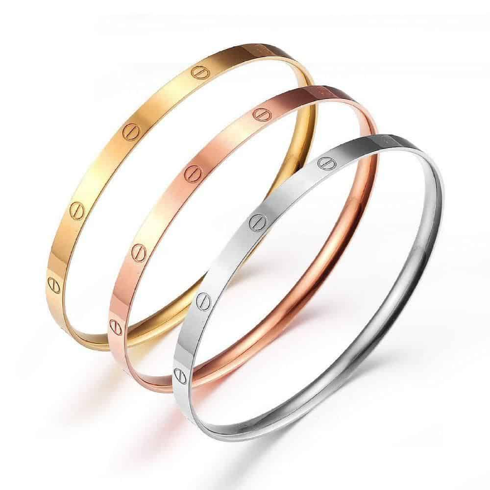 مجوهرات بمختلف ألوان الذهب وتصاميم رائعة