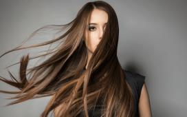خلطات طبيعية لعلاج الشعر المحروق من السشوار