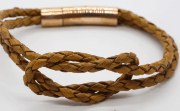 أروع الأساور الجلدية من أشهر ماركات المجوهرات العالمية