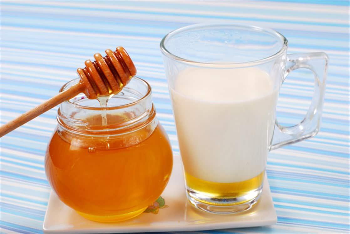 ماسك الحليب مع العسل لتنعيم الشعر