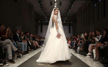 أحدث فساتين زفاف بقصة عمودية