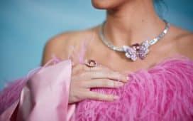 مجوهرات بأحجار الياقوت الوردي