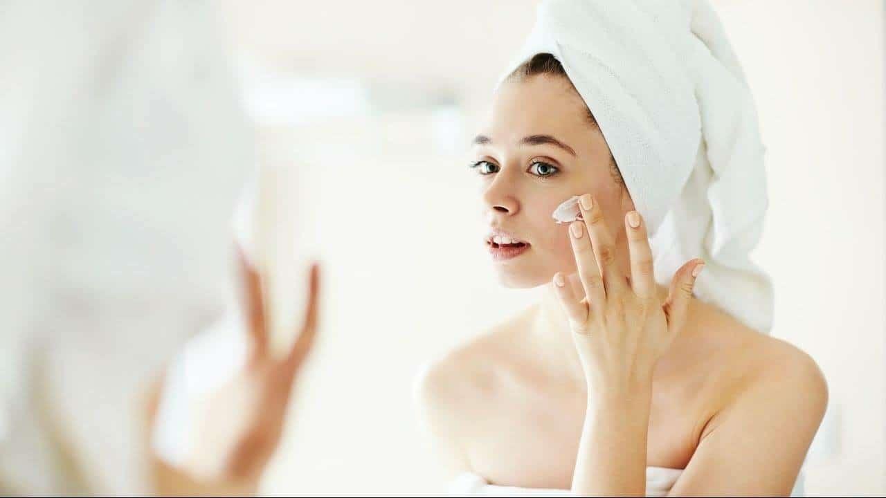 قناع الوجه المناسب لبشرتك حسب خصائصها