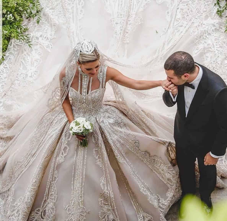 أحدث فساتين زفاف بقصة عمودية عليك اختيار احداها