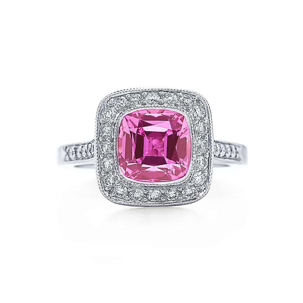 مجوهرات بأحجار الياقوت الوردي عليك اختيار أحدها