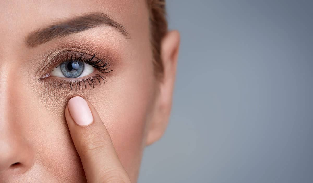 أفضل الوصفات لعلاج جفاف المنطقة المحيطة على العين
