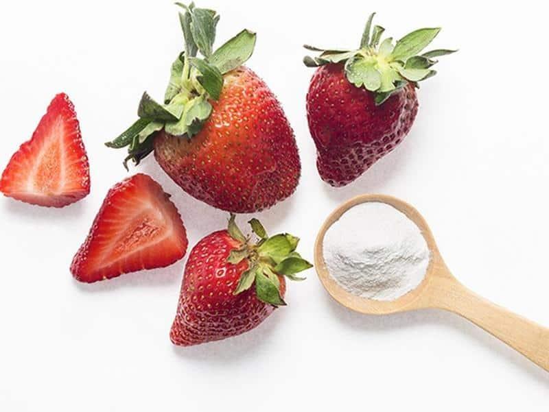 خلطة الفراولة لتبييض الأسنان