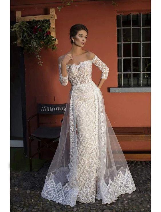 فستان زفاف مع تنورة مفتوحة