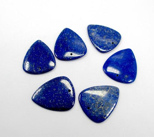 عقود ذهبية مزينة بأحجار اللازورد عليك اكتشافها