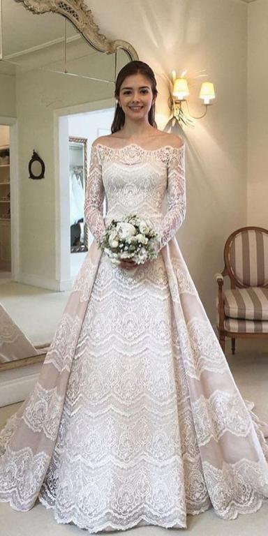 فستان زفاف من ساتان ودانتيل