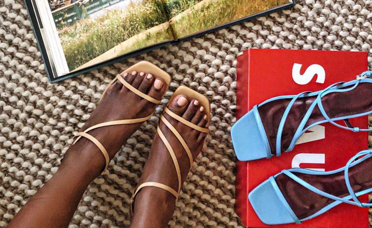 أفكار مختلفة لتنسيق الصندل السيور Strappy Sandal
