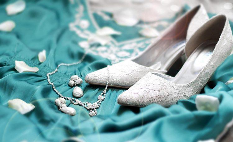 تصاميم مذهلة لأحذية الكعب العالي لعروس حواء