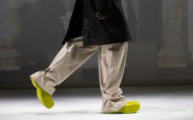 Bottega Veneta تكشف عن أحذية المطر المناسبة للجنسين