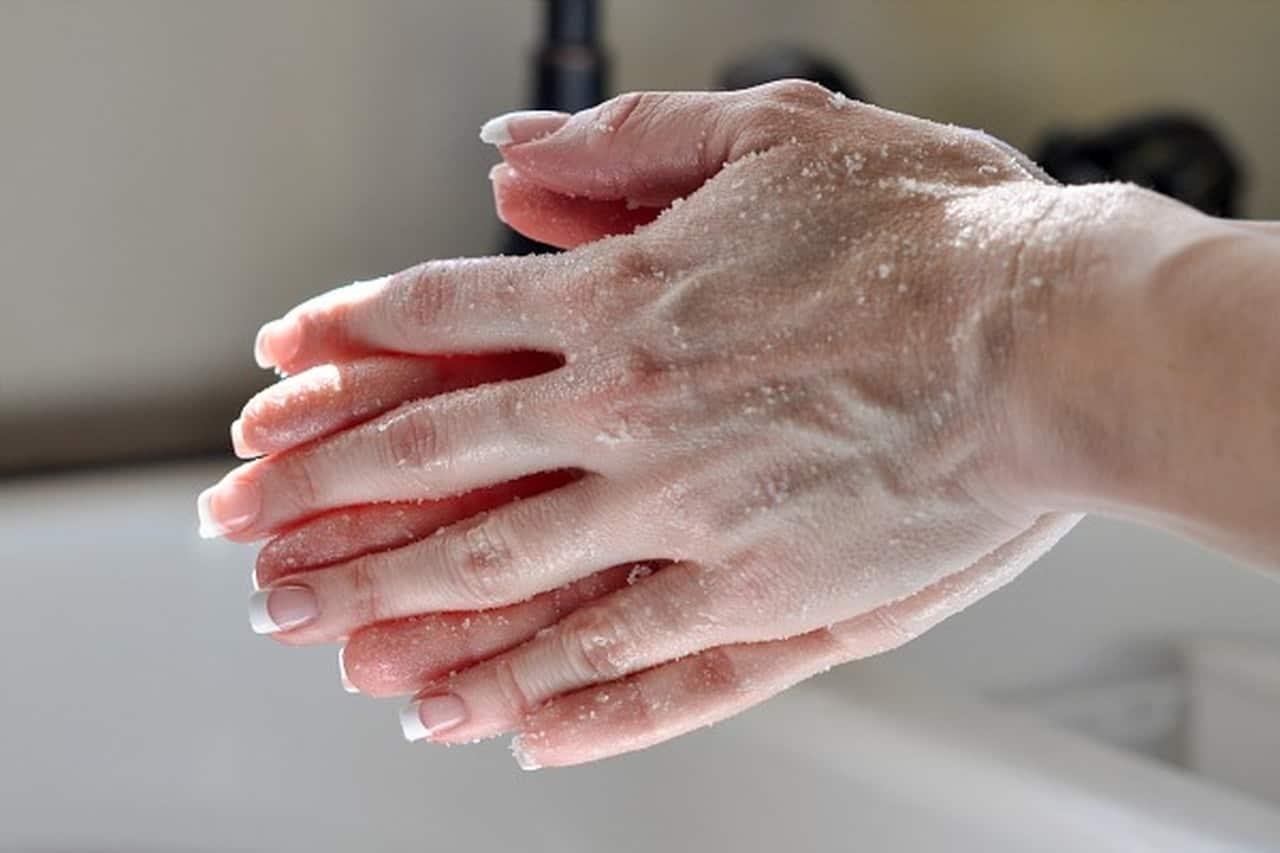 وصفات تقشير اليدين