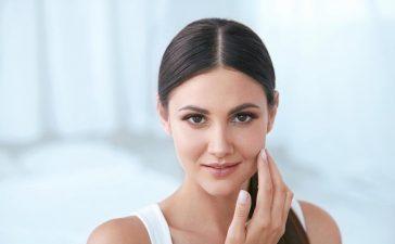 أفضل نصائح خبراء التجميل للحفاظ على بشرتك جميلة وشابة ونضرة