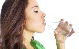 5 علاجات منزلية للتخلص من جفاف الجسم