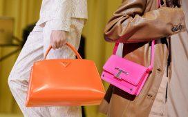 حقائب يد ملونة