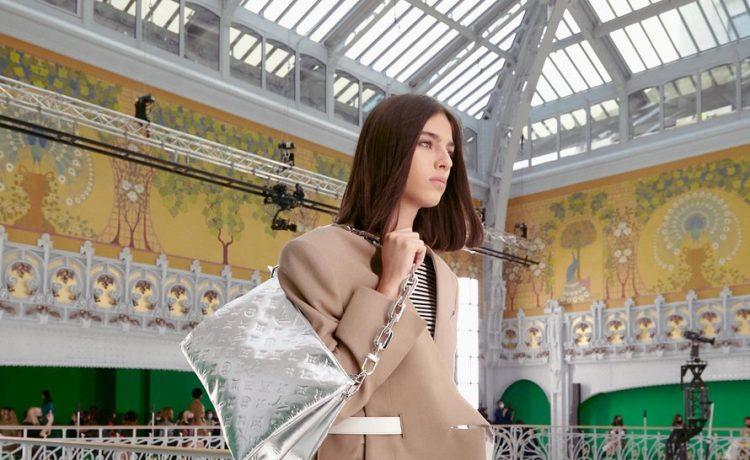 تعرفي إلى حقيبة اليد الدارجة لربيع وصيف 2021 من Louis Vuitton