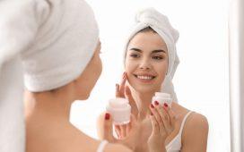 أفضل أنواع الكريمات الليلية وفقًا لأطباء الجلد