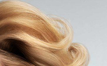 ماسكات منزلية لتنعيم وترطيب الشعر المجعد