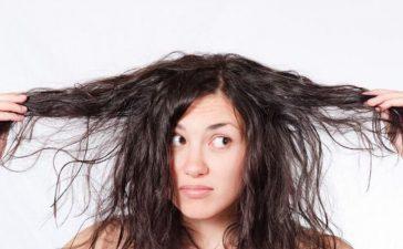 ماسكات منزلية بسيطة التحضير وفعالة لتنعيم الشعر