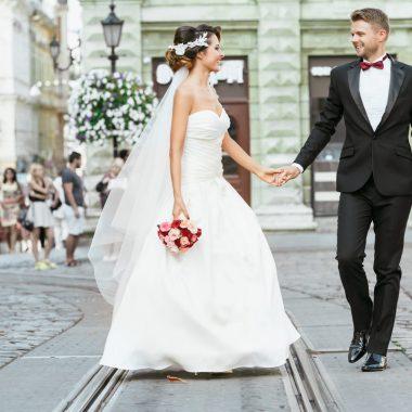 إليك اتجاهات فساتين الزفاف لخريف وشتاء 2021-2022