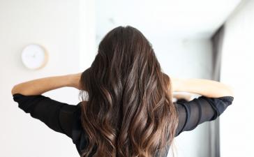 إليك صبغات الشعر التي عليك اعتمادها لخريف وشتاء 2021-2022